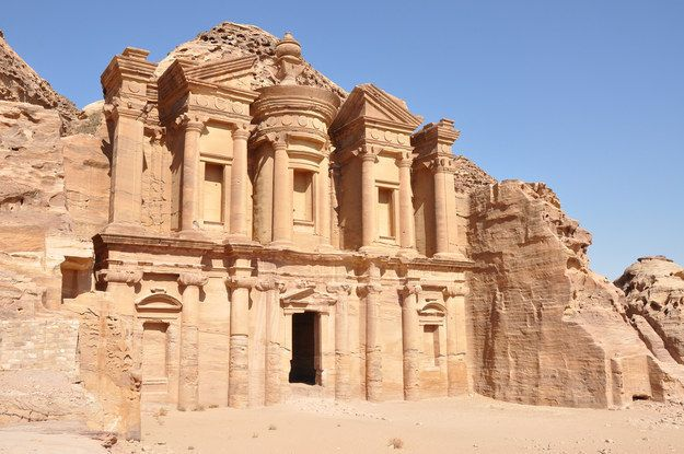 """Lugar de descanso del Santo Grial en """"Indiana Jones"""" - Al Khazneh, Jordania   29 lugares de filmación que puedes visitar"""