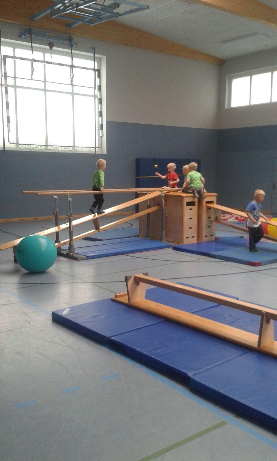 Ähnliches Foto | Tělocvična a hry | Turnen mit kindern ...