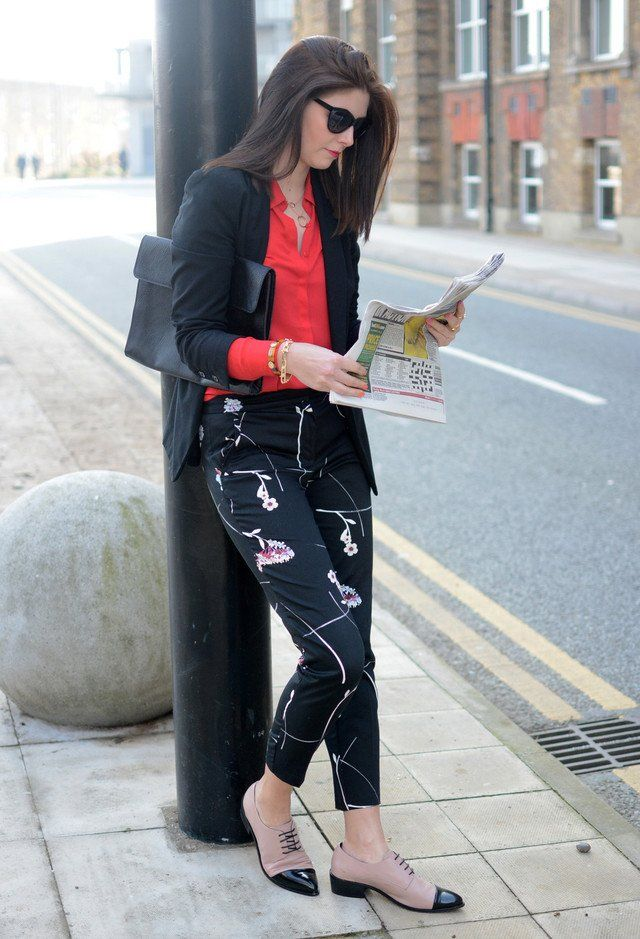 c0802c10cb1f0  roressclothes closet ideas  women fashion Stylish Black Office Look with  Floral Printed Pants