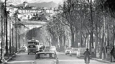 Avenida de Calvo Sotelo, hoy de la Constitución en los primeros años de la década de los setenta. Torres Molina/Archivo de IDEAL