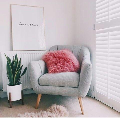 Bequemer Stuhl im Schlafzimmer #chambreparentale