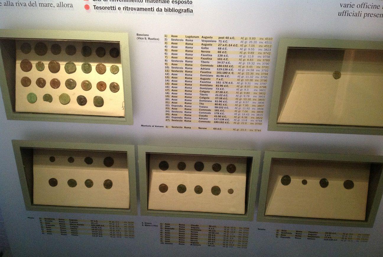 Molto buona l'idea dei ricchi pannelli didattici sulle monete romane, spesso nei musei queste sezioni sono comprensibili solo per chi ha studiato numismatica antica...