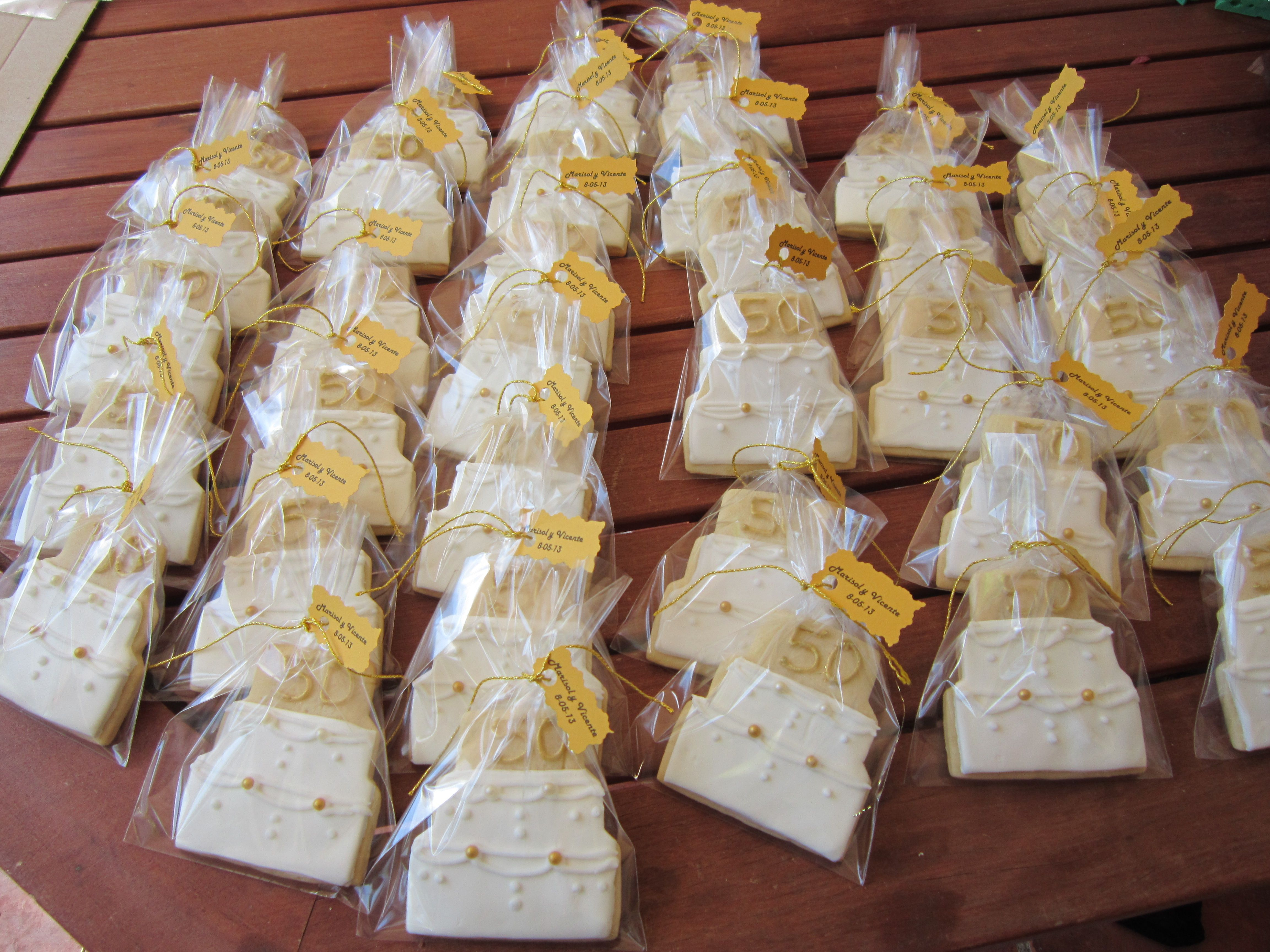 Cake cookies for a friend´s parents 50th golden anniversary | Runde ...