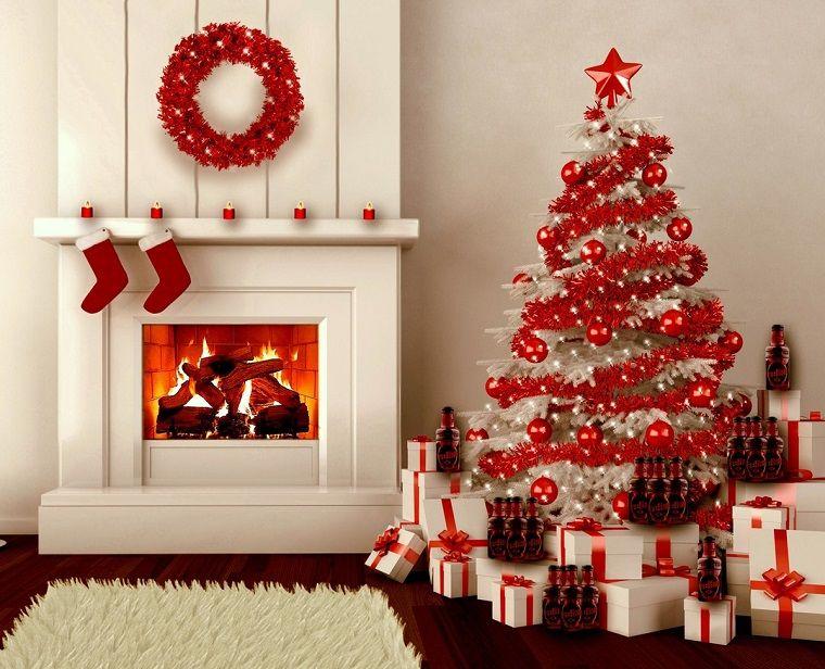 Immagini Di Natale Particolari.Alberi Di Natale Particolari Decorazioni Rosse Addobbi