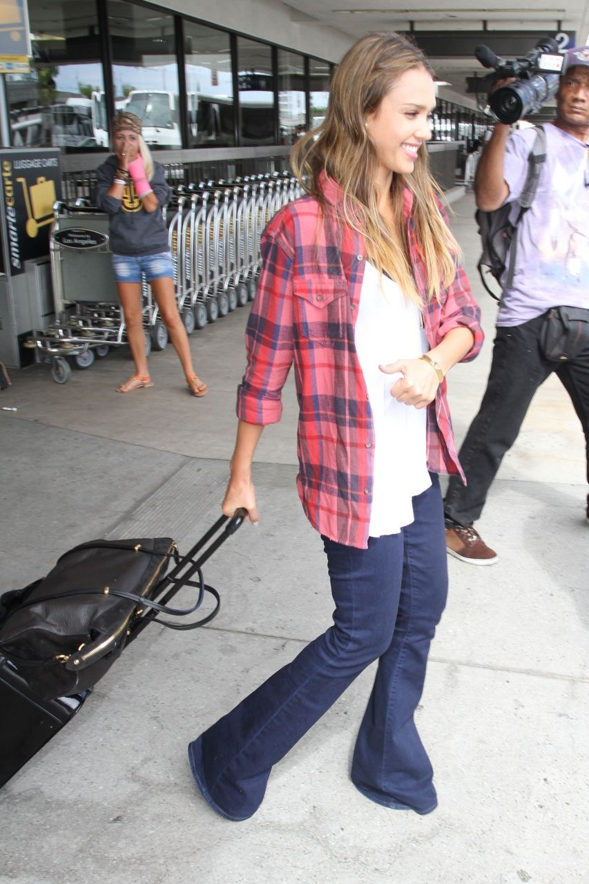 Red flannel and jeans  Vogue Daily u Jessica Alba  kay  Pinterest  Celebrity style