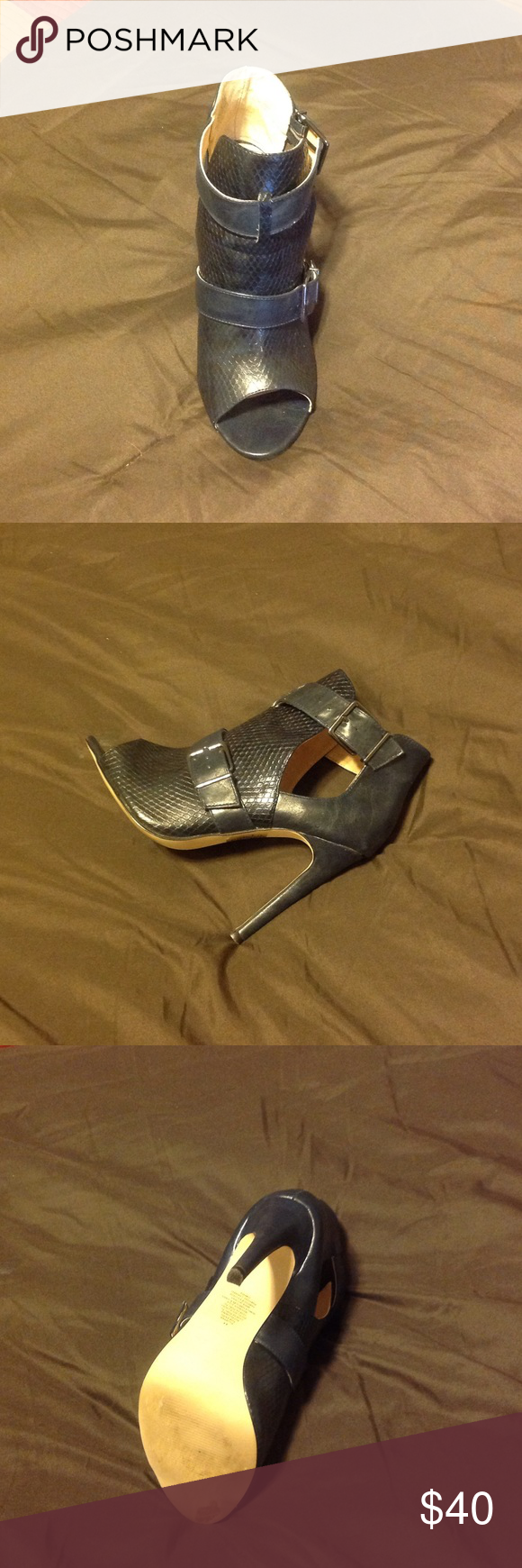 Express Shoe Navy, worn once! Express Shoes Heels