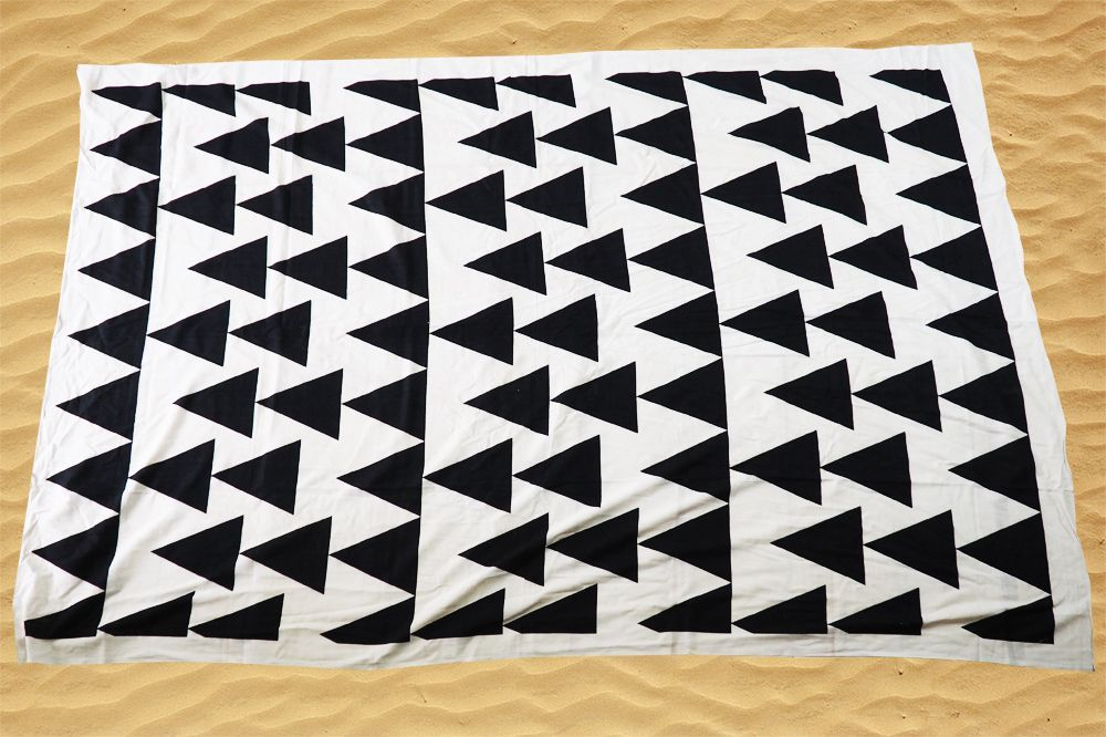 Strandlaken Driehoek Patroon - Zwart/wit - 200*130cm -