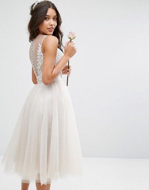 Chi Chi London Besticktes Midikleid Aus Tull Mit Knopfen Hinten Asos Kleider Hochzeit Kleider Kleiner Promis Kleider Hochzeit