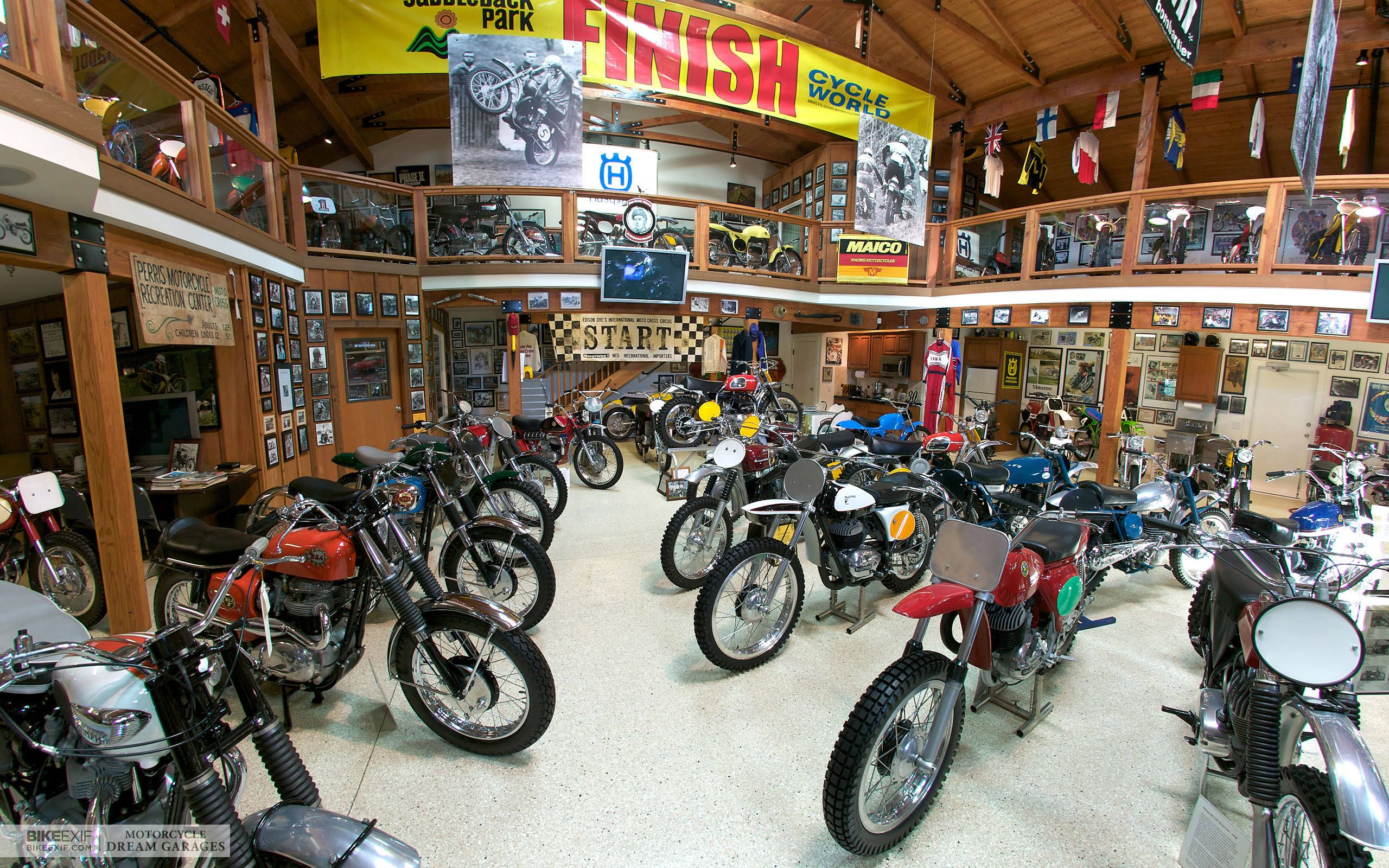 Motorcycle Man Cave Garage : Home design gray area rugs on concrete flooring for cool garage