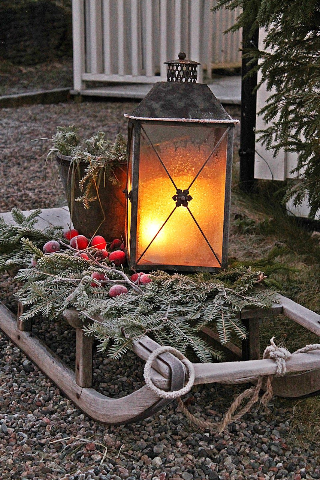 Laternen Für Aussen Sled W Lantern Evergreen Bough And Crab Apples