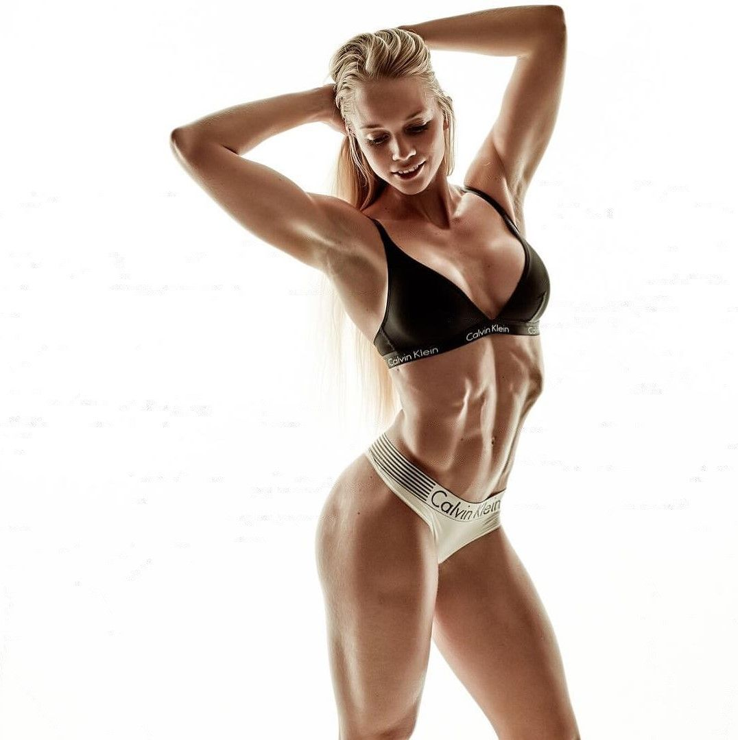 Ophilia female fitness model — 3