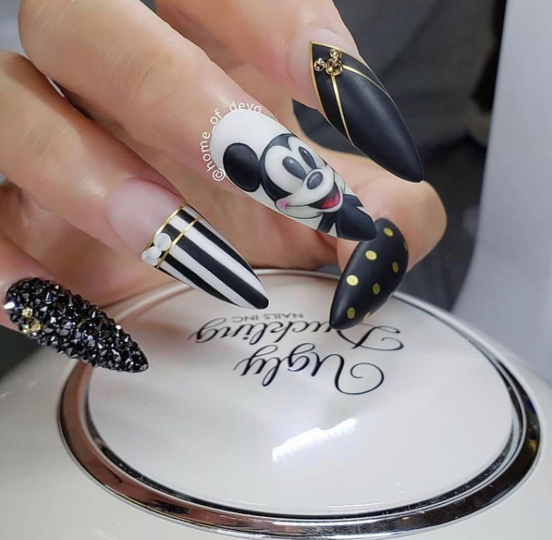 Pin by Yamz on Nails in 2020 | Scary halloween nails ...