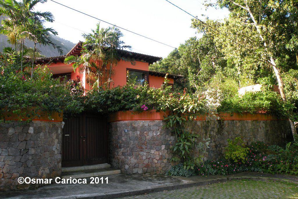 FACHADAS DAS CASAS MAIS SIMPLE DO ALTO DO JARDIM BOTÂNICO – o bairro dos ricos, dos milionários e dos bilionários no Rio de Janeiro