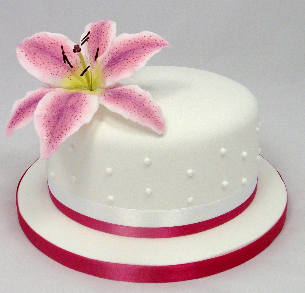 Stargazer Lily Birthday Cake 07917815712 wwwfancycakesbylindacouk