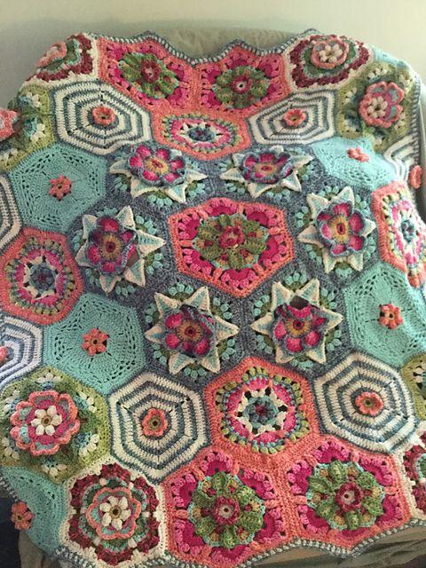 Frida\'s Flowers Blanket pattern by Jane Crowfoot   häkeldecke ...