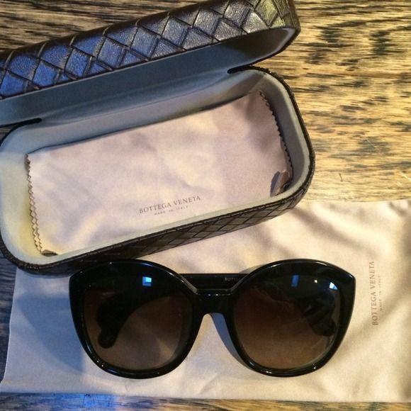 Bottega Veneta sunglasses BV 196/S 807 HA 56 19130  black frame sunglasses. great condition Bottega Veneta Accessories Sunglasses