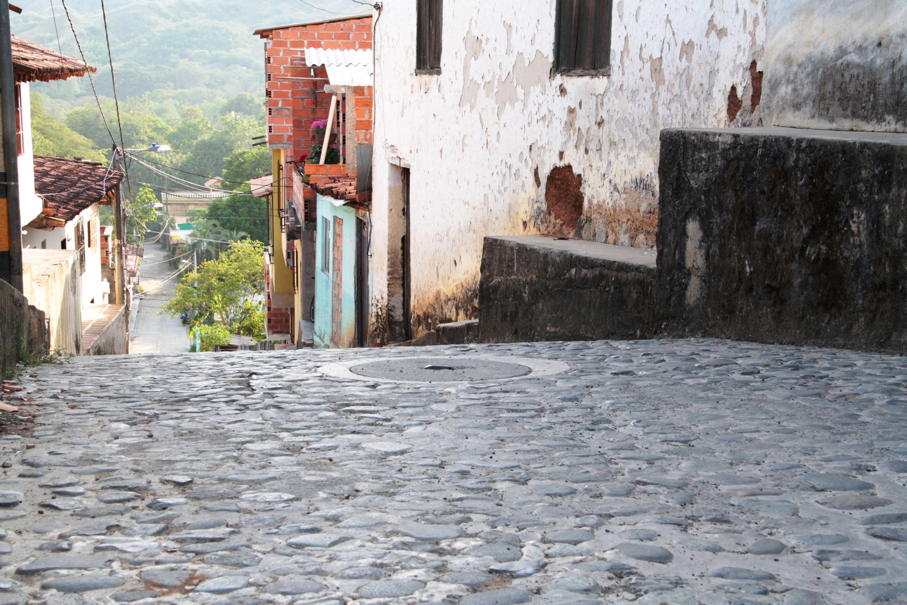 Las calles en piedra Calle, Uñas con piedras