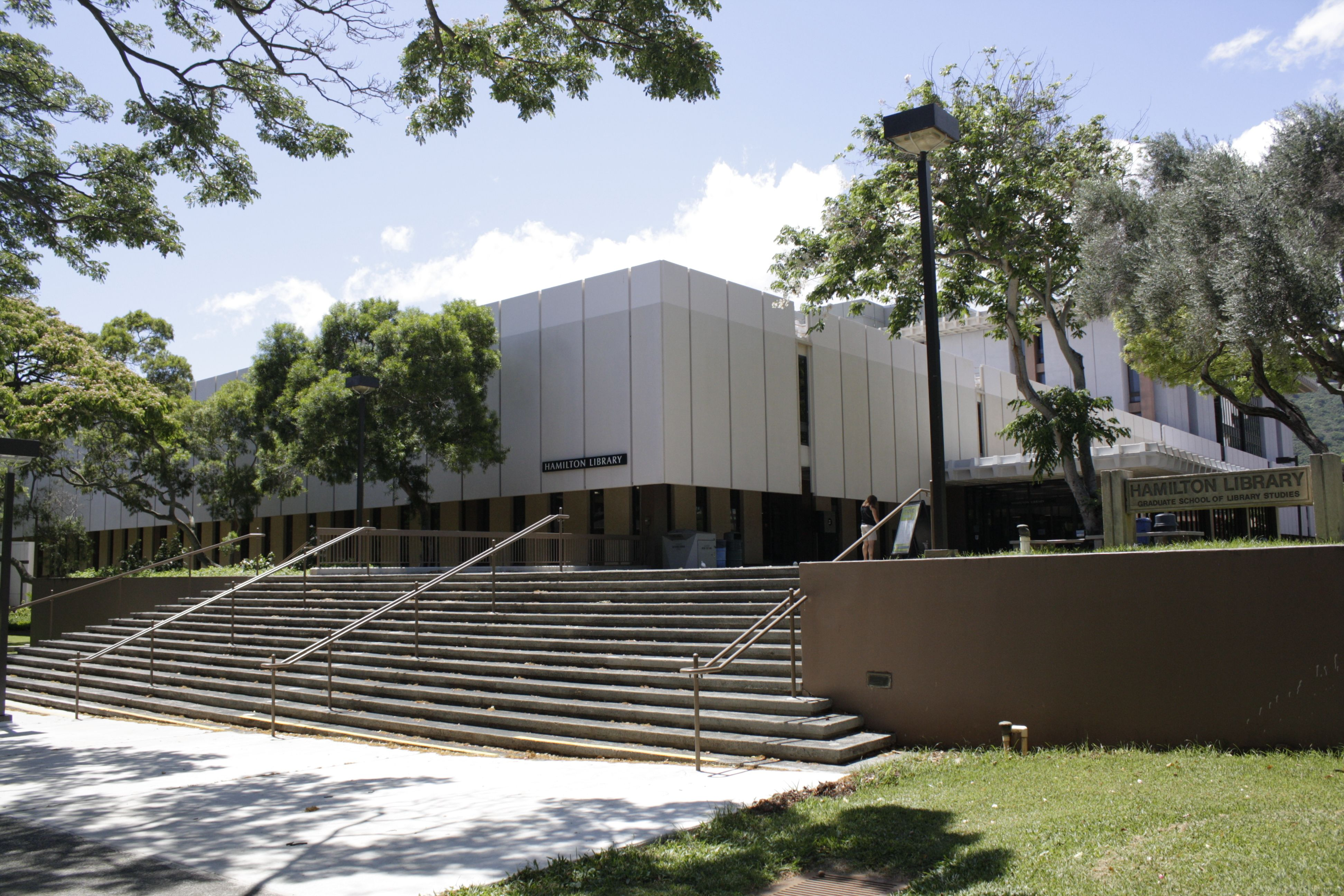 Hamilton Library At The University Of Hawaii Colleges And Universities Hawaii