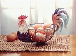 033027 - Metal Paint Rooster Egg Fruit Basket