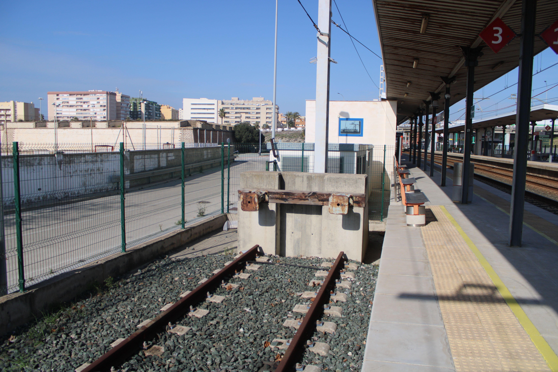 andenes de la estación de Cortadura