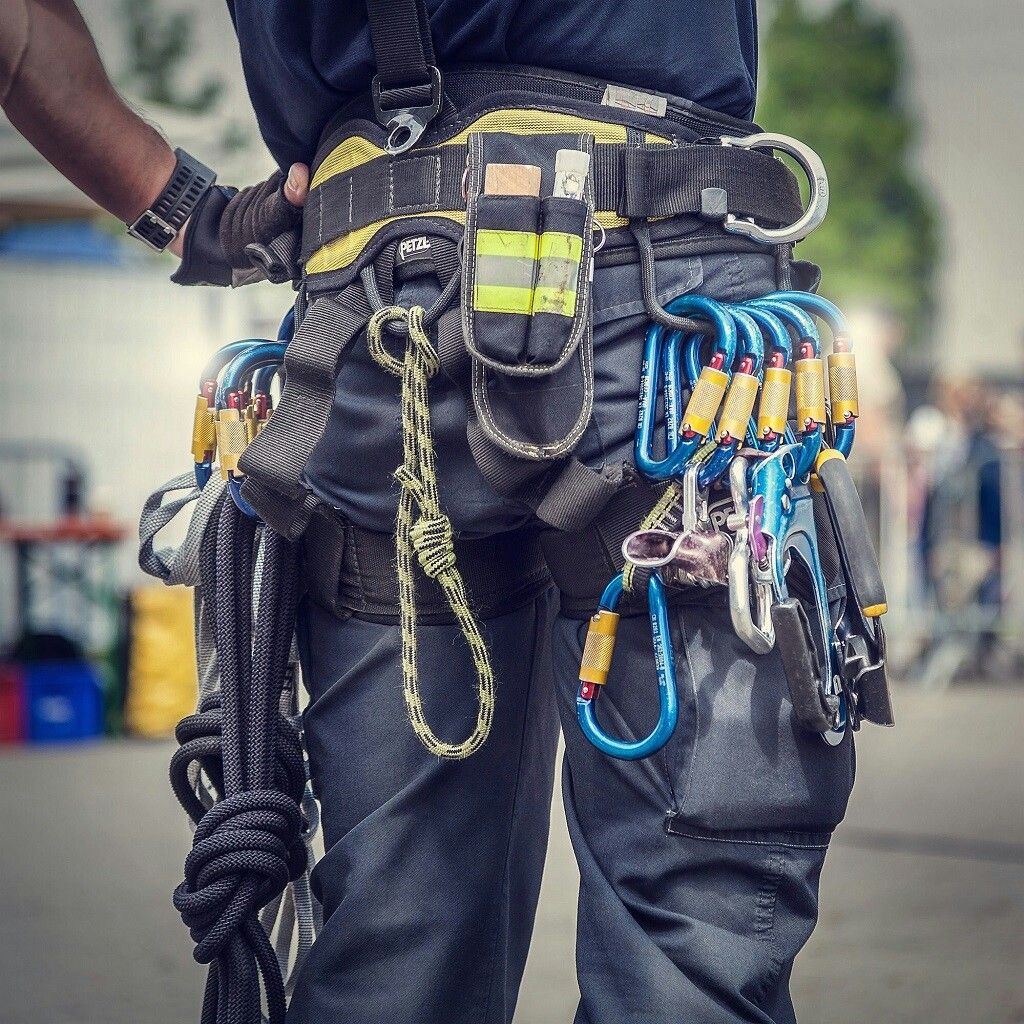 How To Become Rope Access Technician Alterigroup Arborist Climbing Climbing Gear Rock Climbing Gear