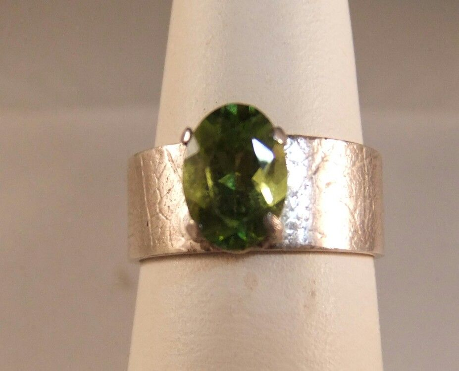 Peridot oval on skeleton leaf band