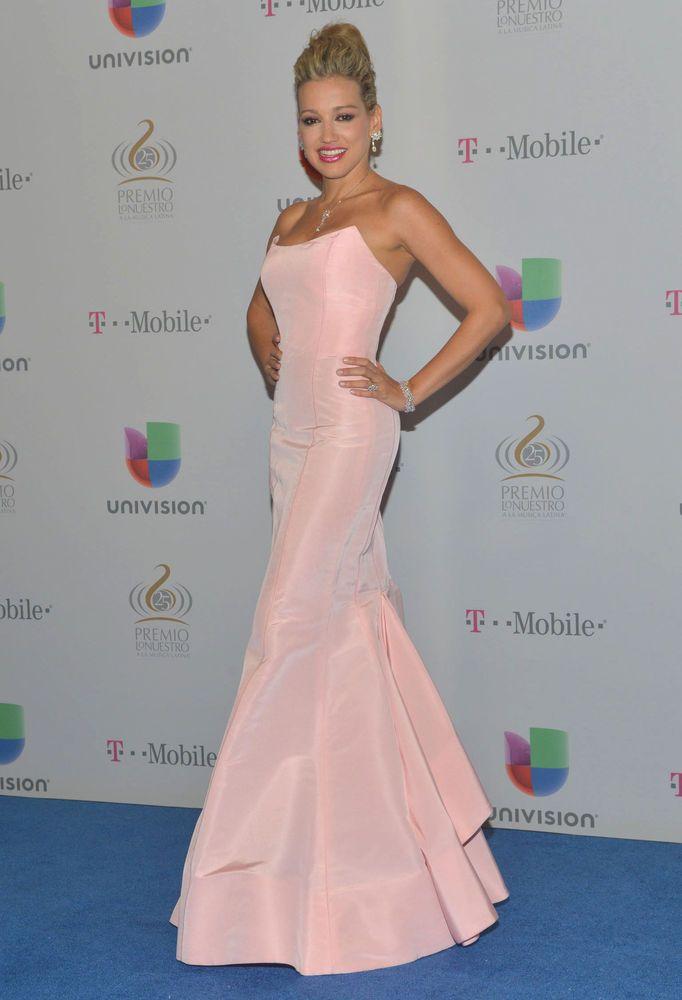 Vestido fiesta escote palabra de honor color rosa pastel de Oscar de ...