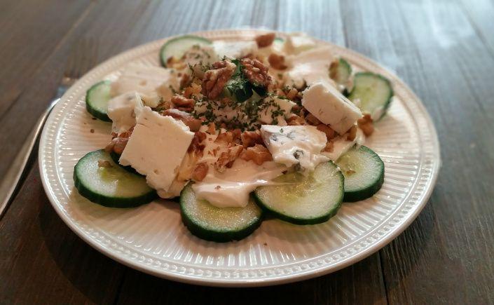Komkommer met walnoten & gorgonzola #ketoreceptennederlands