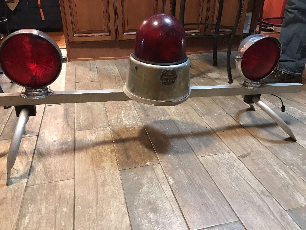Rare Vintage Federal Signal Model 17 Beacon Ray Light W Visibar Nice Complete Lights And Sirens Emergency Lighting Fire Trucks