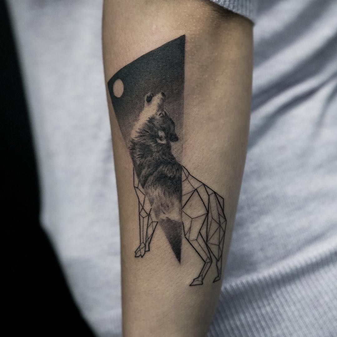 Howling Half Realistic Half Geometric Wolf Tattoo On The Forearm Geometric Wolf Tattoo Wolf Tattoos Wolf Tattoo