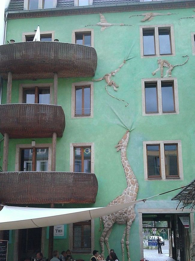 Hof der Tiere1 Funnel Wall: cuando llueve, este edificio se pone a cantar
