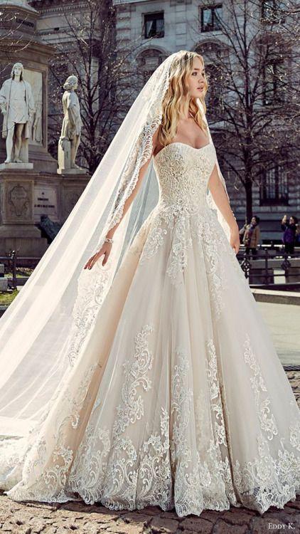 Vintage lace sweetheart neckline wedding dress