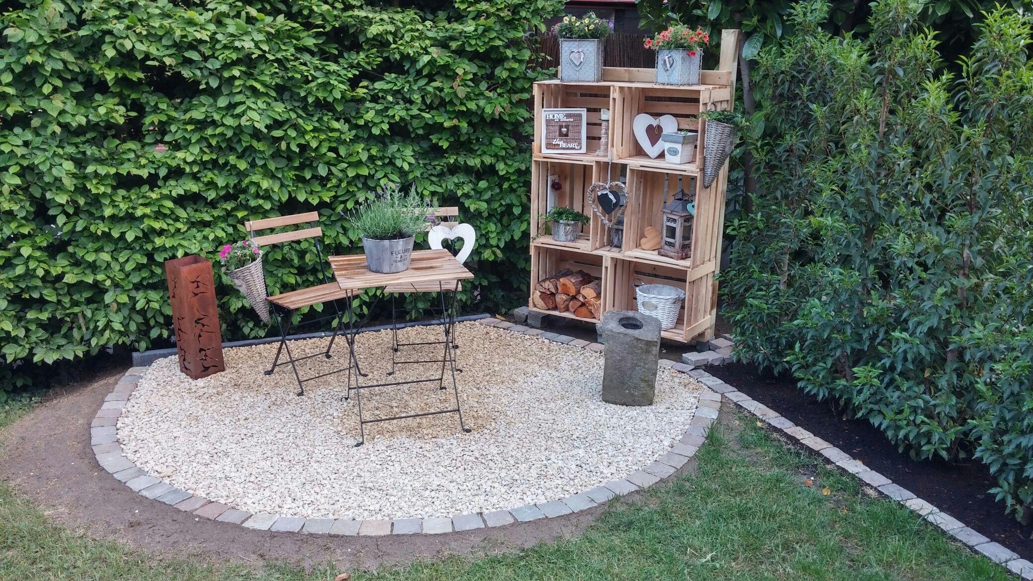 Stille Gartenecke mit Obstkistenregal  Garten  Gartenecke Kisten regal und Garten