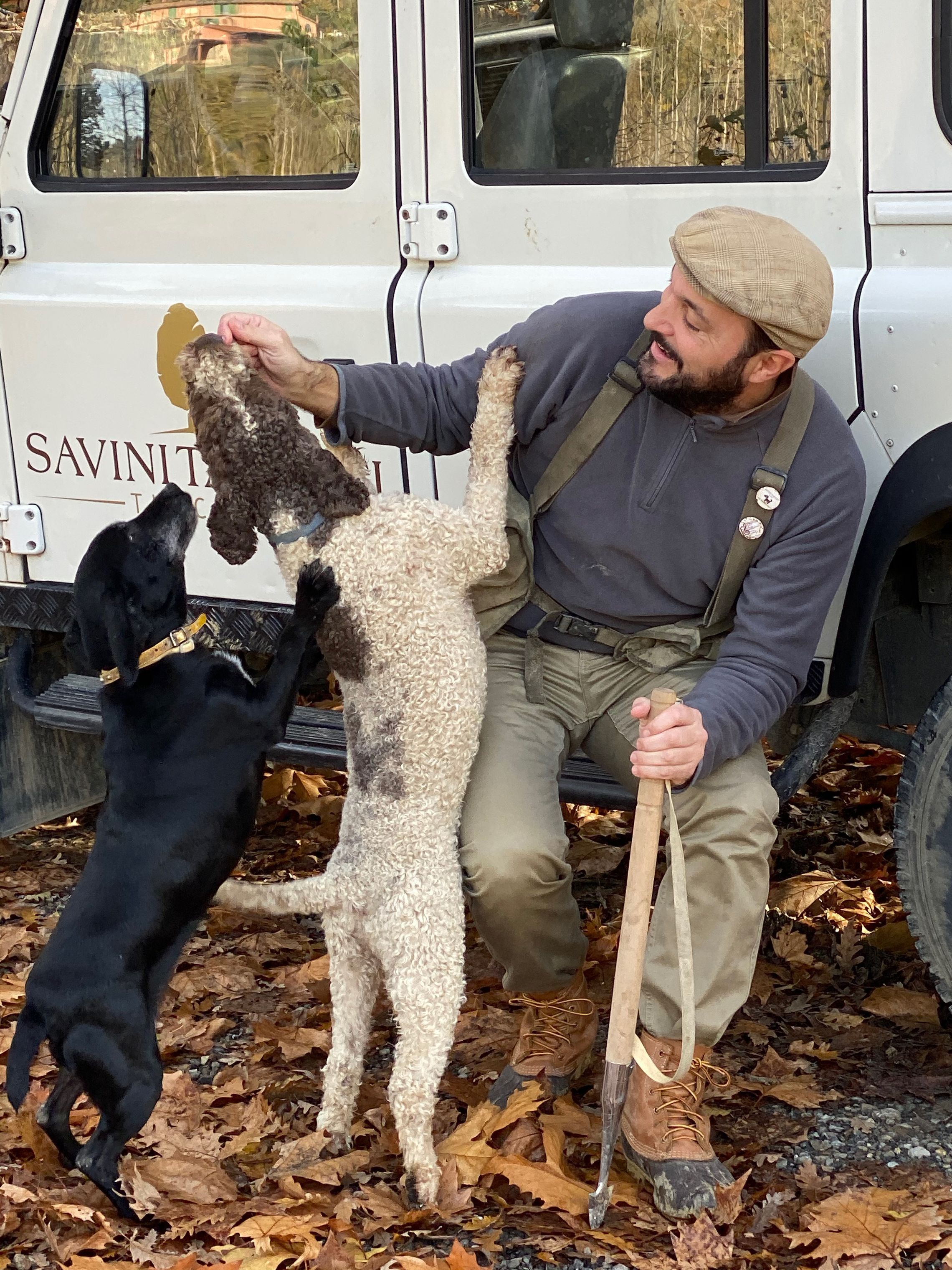 This Is What It S Like To Hunt For White Truffles In Tuscany Italy Working Dogs Dog Help Dog Runs