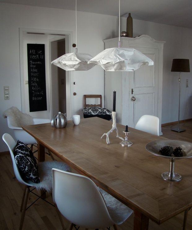 Essplatz, anderer Ausschnitt Papierlampen, Holztisch und Ausschnitt - schwarz im esszimmer ideen einrichtung