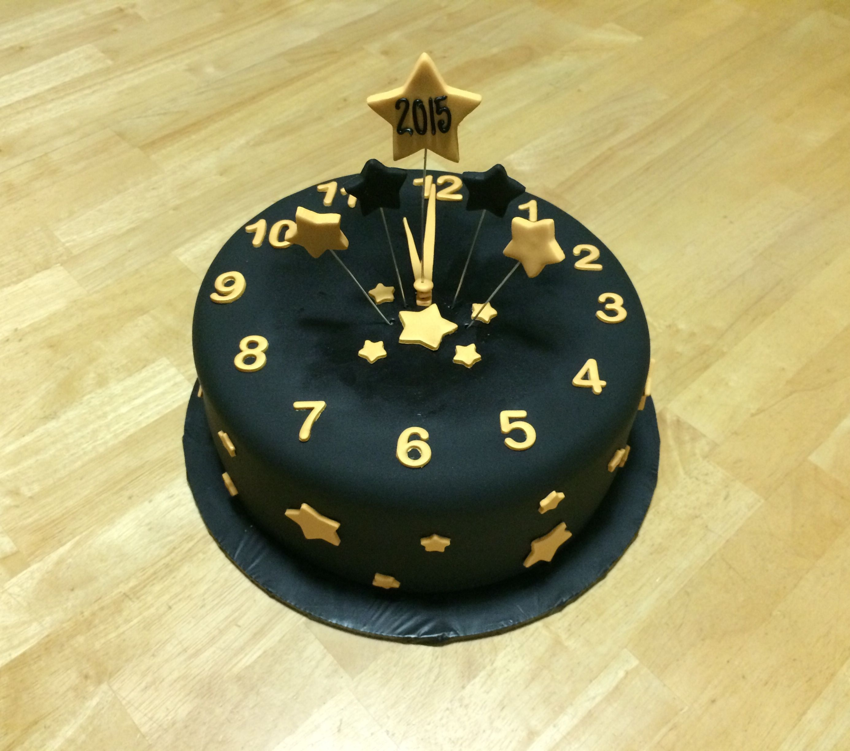 New Year S Eve Cake With Images New Year S Cake Holiday Cakes
