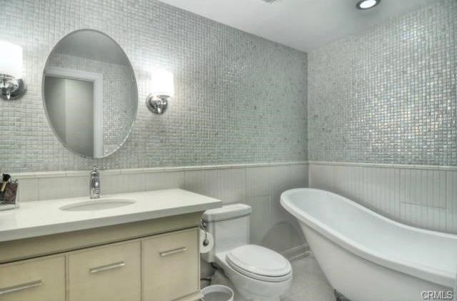 Contemporary 3 4 Bathroom With Limestone Tile Floors Ms International Uptown Gl Pearl White