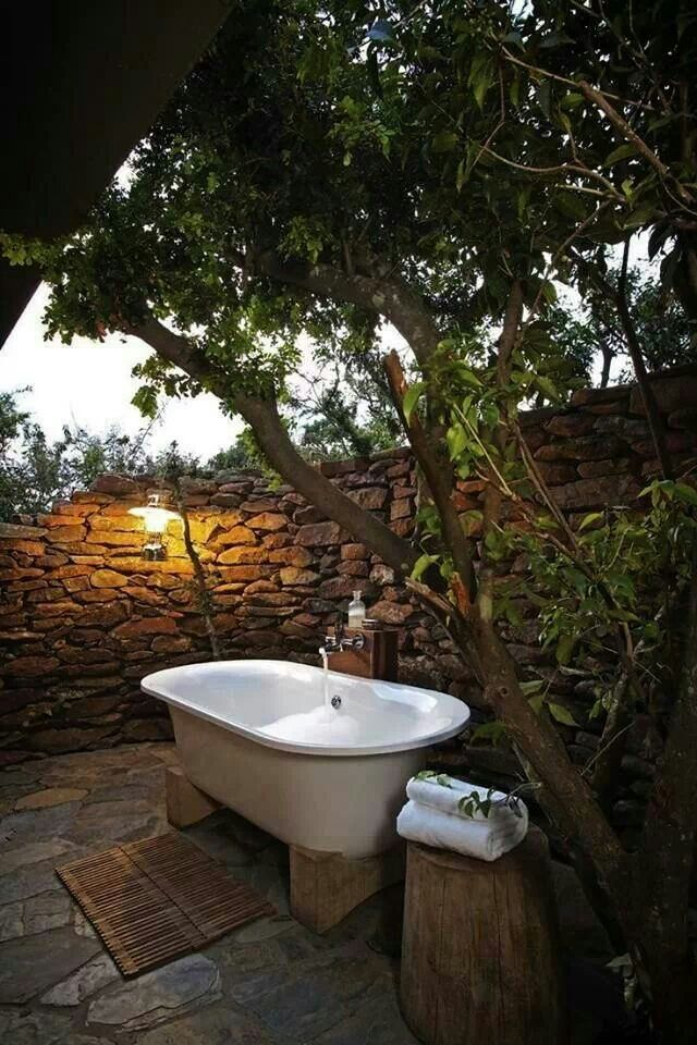 Outside bath | Ducha Al Fresco | Pinterest | Bath, Outdoor bathtub ...