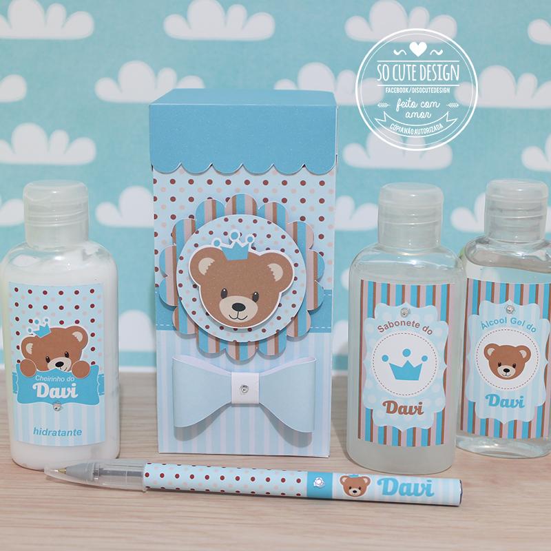 Lembrancinha de maternidade com álcool gel, sabonete, hidratante e caneta  personalizada dentro de uma caixinha pra lá de charmosa. 7c318ee8b0