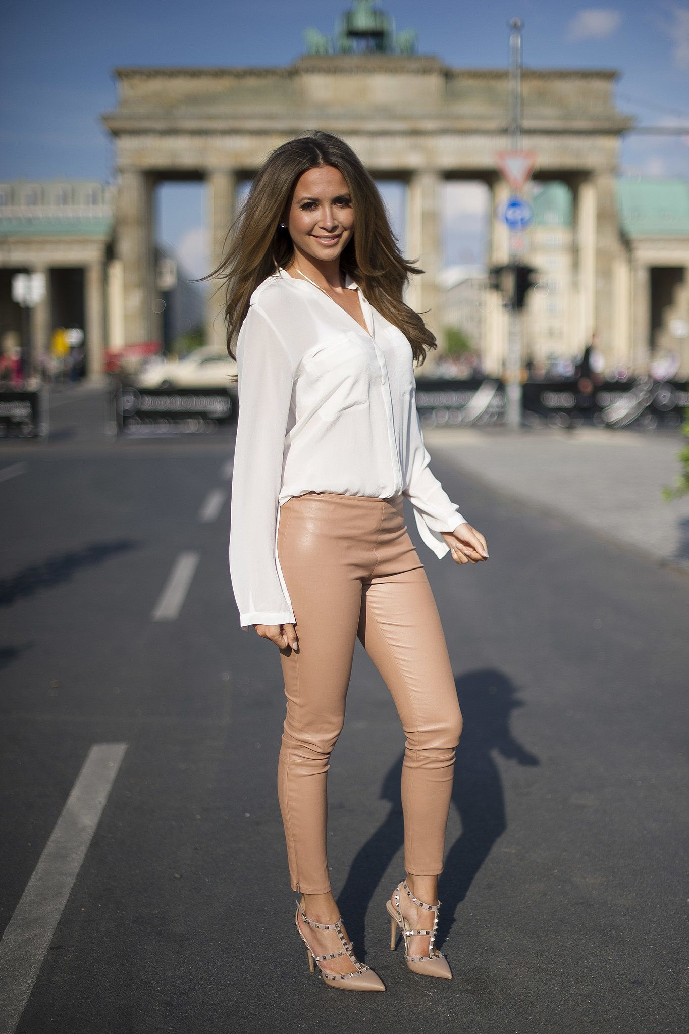 A minimalist's dream outfit: a #silky white blouse with nude #leather pants  and