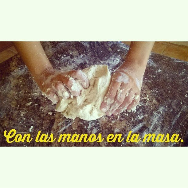 Expresiones en español. Con las manos en la masa. Agualivar Spanish School.
