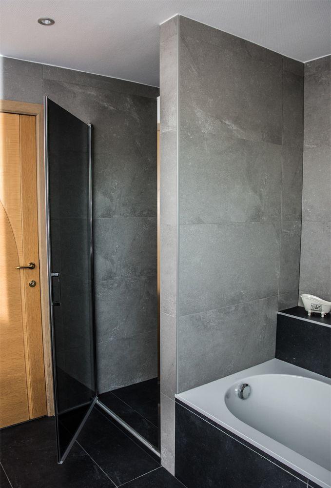 Toffe badkamerrenovatie van een badkamer op het eerste verdiep ...