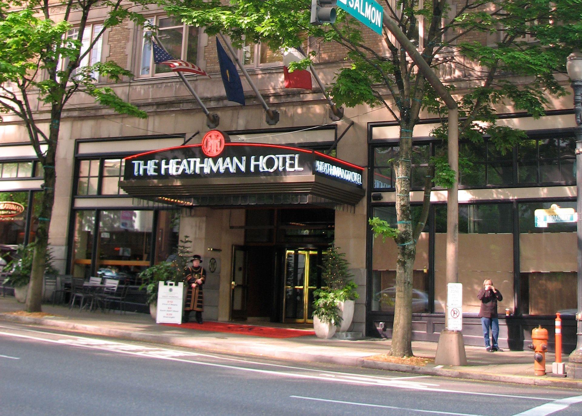 The entrance to Heathman Hotel
