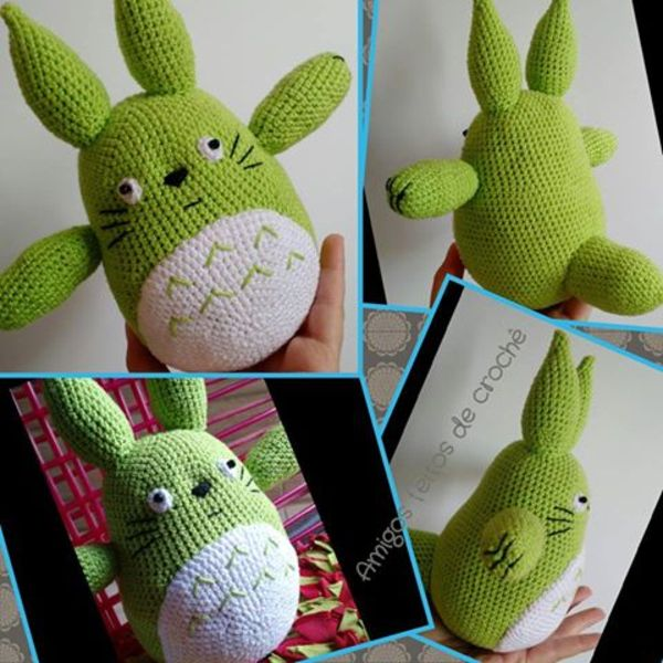 """Amigo feito de crochê baseado no personagem japonês Totoro da animação """"Meu Amigo Totoro""""."""