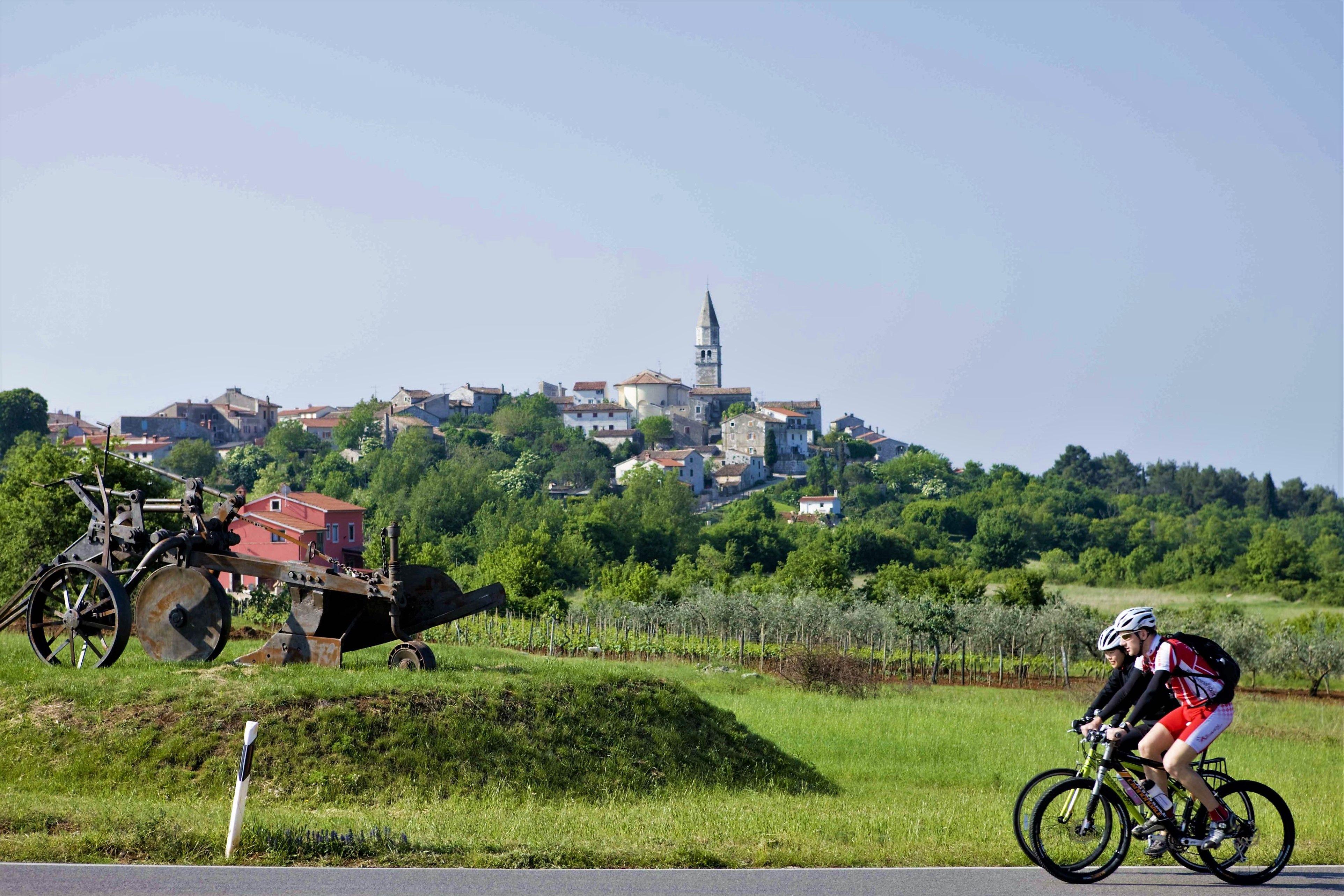 Pedal The Idyllic Istria Peninsula Istria Croatia Bike Tours Here Https Www Roaradventures Com Tours A 62 Sb Best Match Q Bike Tour Adventure Tours Trip