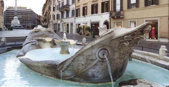 fontana della barcaccia in piazza di Spagna