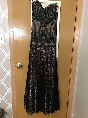 NWT! Sue Wong Black Gold Silk Flowy Beaded Lace Overlay Gown Dress Prom Size 4