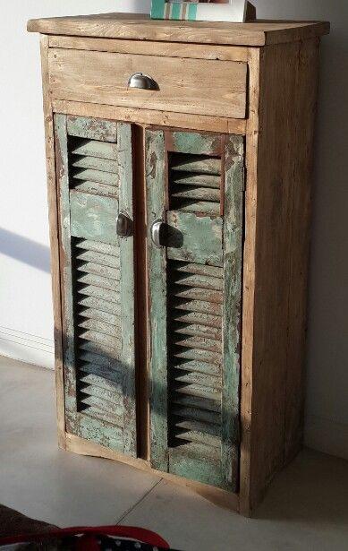 Mueble con puertas de celosia recuperadas medidas x for Reciclado de puertas