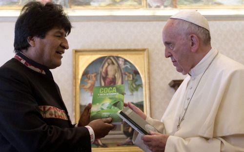 Presidente de Bolivia recomienda al papa Francisco tomar coca|...