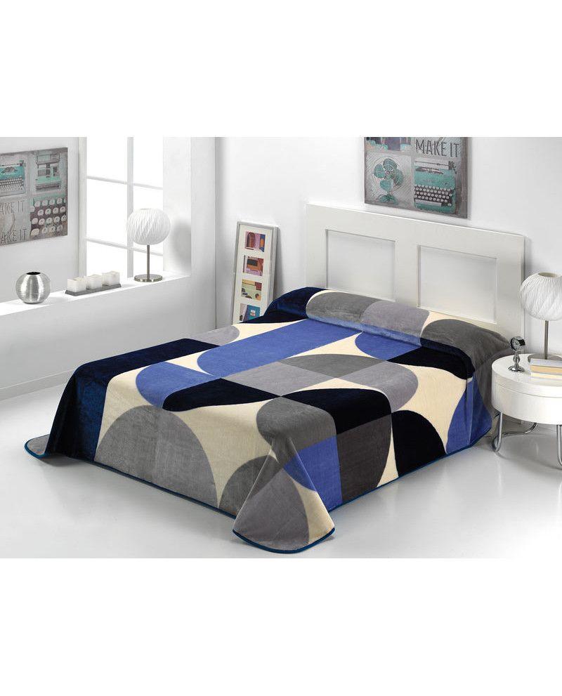 Manta con diseño circular y en tonos azul, gris y beige. Gran poder calorífico y calidad al mejor precio. No te pierdas nuestra nueva colección de mantas.
